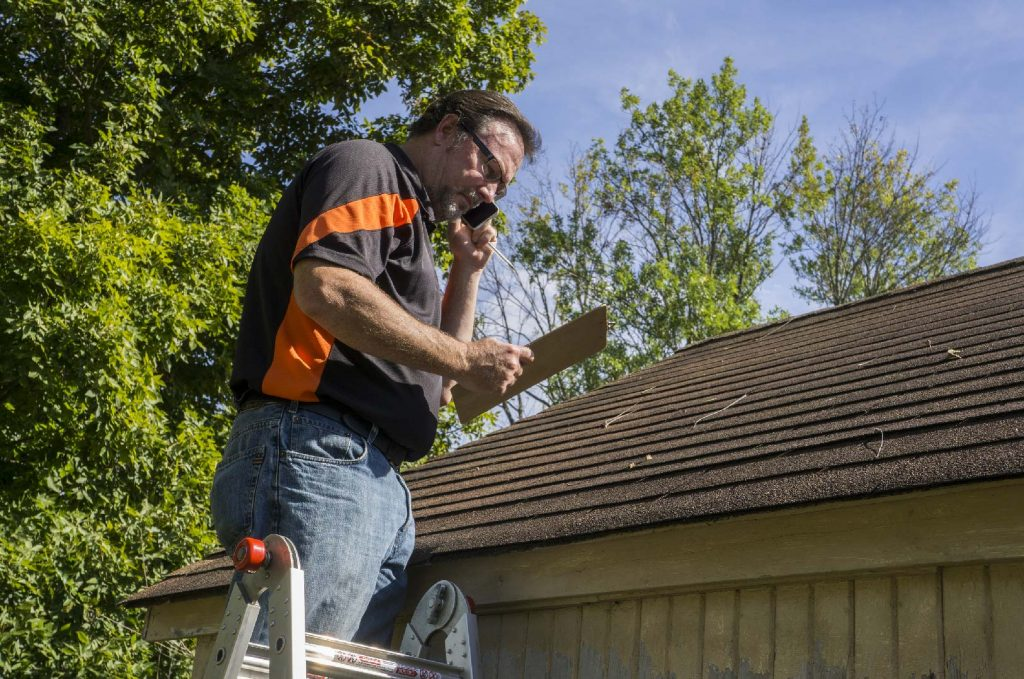 Helpful Tips for Seamless Gutter Maintenance 1